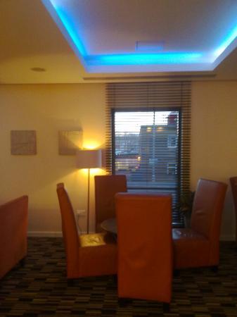 Holiday Inn Express Stevenage: HI Express Stevenage - Lounge area