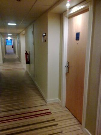 Holiday Inn Express Stevenage: HI Express Stevenage - Corridor view