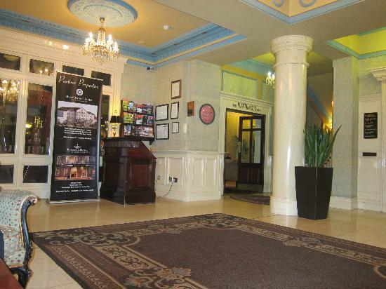 Buswells Hotel: lobby