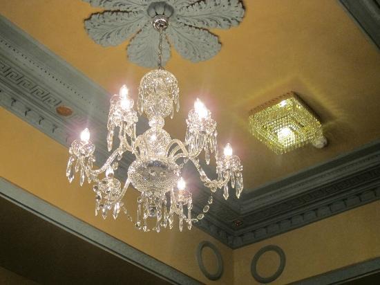 Buswells Hotel: hallway