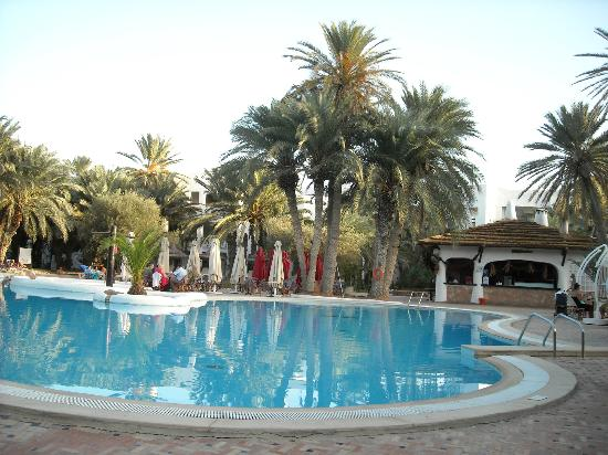 Odyssee Resort & Thalasso: piscine ext trés propre en pente douce
