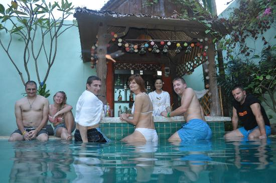 Siem Reap Riverside: pool-bar