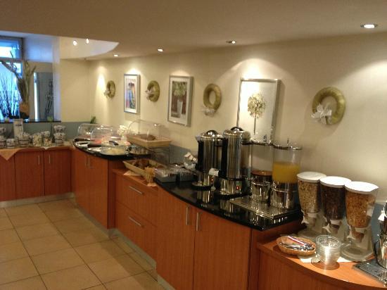 Mercedes: breakfast buffet