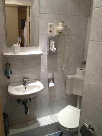 Mercedes: bathroom