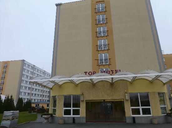 TOP HOTEL Praha: ホテル外観 正面とは別の入口