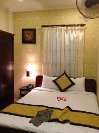 Hanoi Old Centre Hotel: queen deluxe bedroom