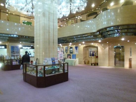 Hotel Grand Terrace Toyama: ロビーは広くて豪華