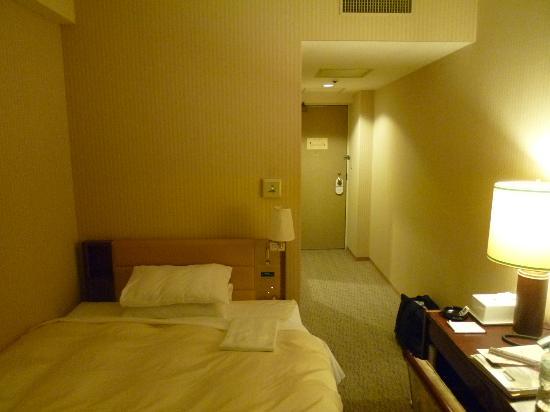 Hotel Grand Terrace Toyama: シングルの部屋の部屋は狭いです。