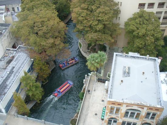 Drury Plaza Hotel San Antonio Riverwalk: The Riverwalk below