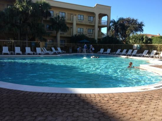 La Quinta Inn & Suites Ft. Myers - Sanibel Gateway: family friendly outdoor pool.