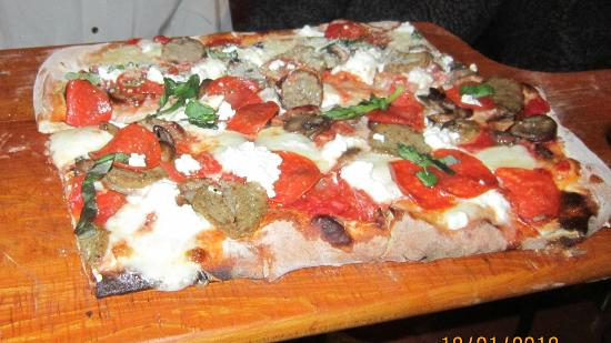Toscana Brick Oven Pizzeria: Nonna's special..a wood fired pie like no other!