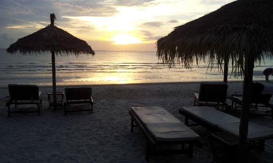 Otres Beach Resort: Sunset, view from beach