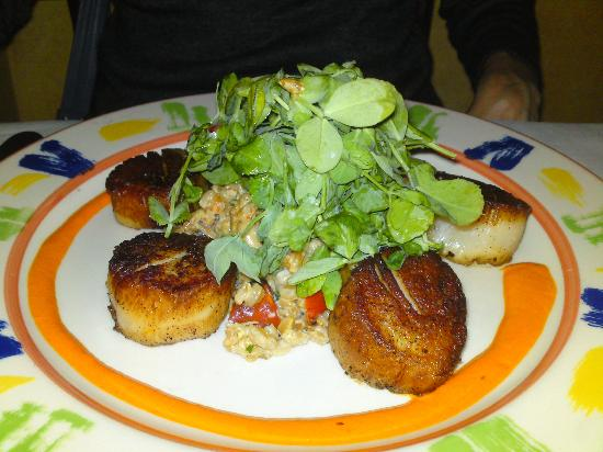 Parc Bistro: Diver scallops, with mushroom risotto and greens
