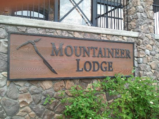 Glacier Mountaineer Lodge - Bellstar Hotels & Resorts: Glacier Mountaineer Lodge