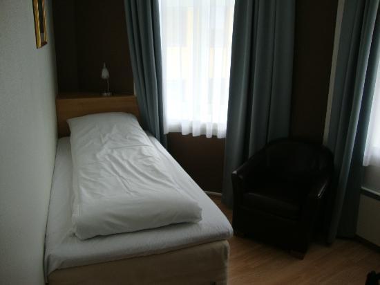 Best Western Plus Hotell Hordaheimen: Tiny Room