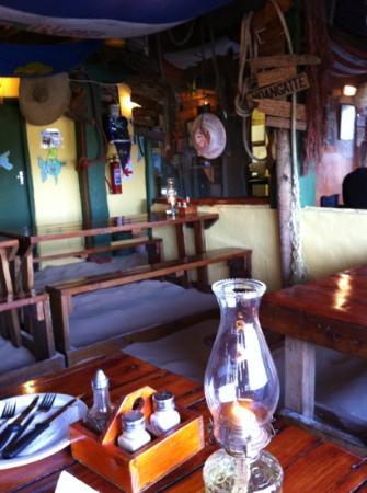Tapas Beach Restaurant: Sandfußboden, Stöckelschuhe zu Hause lassen
