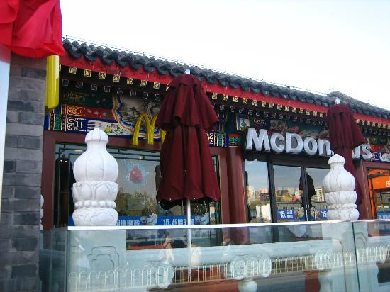 mcdonalds in beijing localization of americana The widely read—and widely acclaimed—golden arches east argues that mcdonald's has largely become divorced from its american roots and become a local institution for an entire generation of affluent consumers in hong kong, beijing, taipei, seoul, and tokyo.