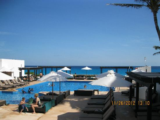 grounds picture of gr caribe by solaris cancun. Black Bedroom Furniture Sets. Home Design Ideas
