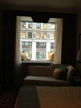 Hotel Monaco Chicago - a Kimpton Hotel: Window seat