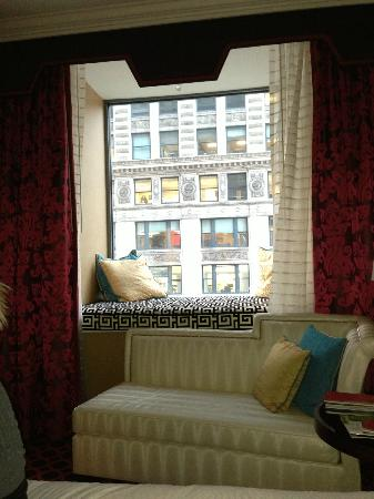 Kimpton Hotel Monaco Chicago: Window seat