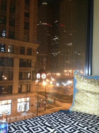 Kimpton Hotel Monaco Chicago: Night view