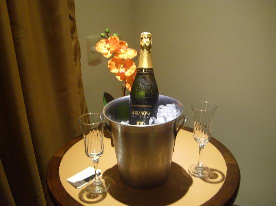 BEST WESTERN Taroba Hotel: carinho da gerencia pelo niver do meu marido
