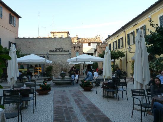 Hotel Ravenna : schöner Innenhof mit Kaffee