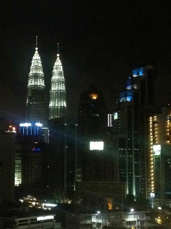 Capitol Hotel: Petronas Twin Towers at night