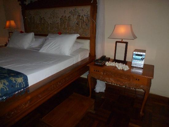 Matahari Beach Resort & Spa: balinese furniture