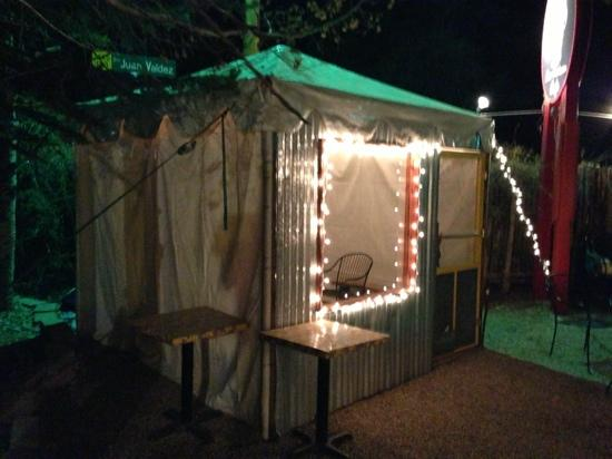Orlando's New Mexican Cafe: heated tent for people waiting for a table
