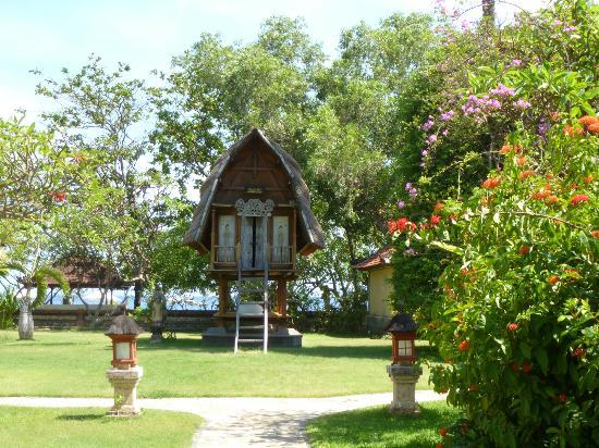 Matahari Beach Resort & Spa: In the garden