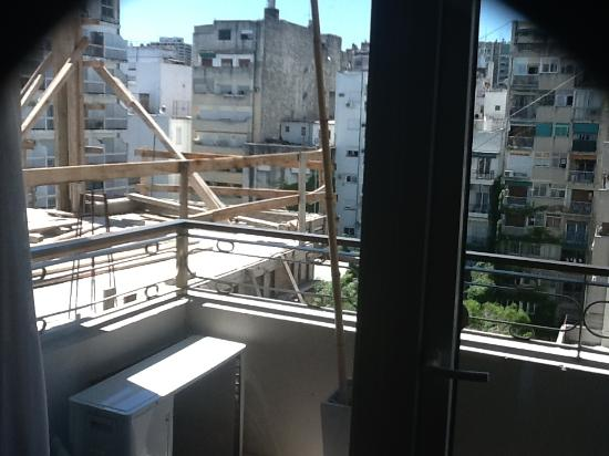 Urban Suites Recoleta Boutique Hotel: view-construction next door