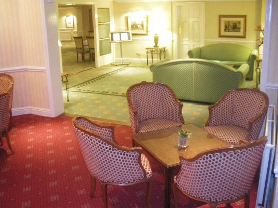 Best Western Plus Manor Hotel: lounge
