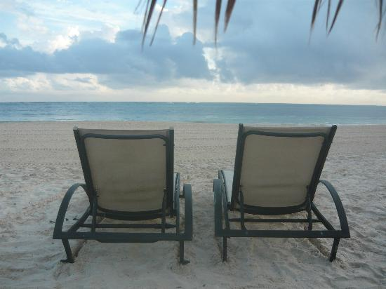 Paradisus Palma Real Golf & Spa Resort: Chairs on the beach