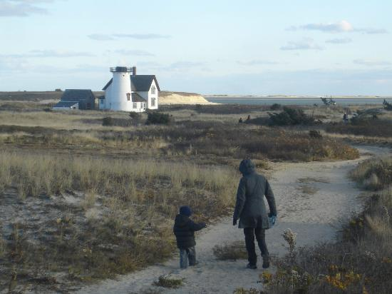 Chatham Guest Rooms: Walk to the lighthouse