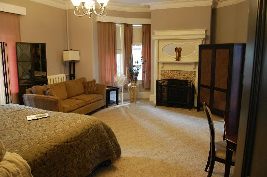 Cabot House: My room