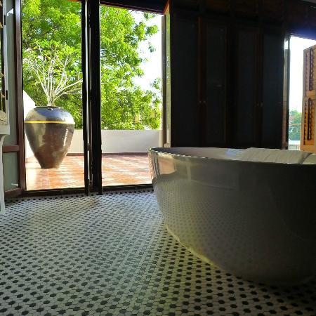 Seven Terraces: amazing bathroom with terreace
