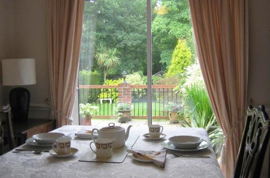 Devoncot Bed & Breakfast: Garden views from breakfast room