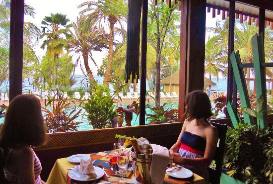 Restaurant le dauphin fotograf a de savana jardin hotel for Le jardin dakar