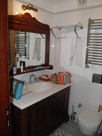 Rose Garden Suites Istanbul: Bathroom