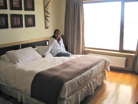 Hotel Bellavista Puerto Varas: King size bed, very comfortable.