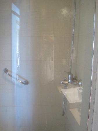 Hotel Bellavista Puerto Varas: uncomfortable shower