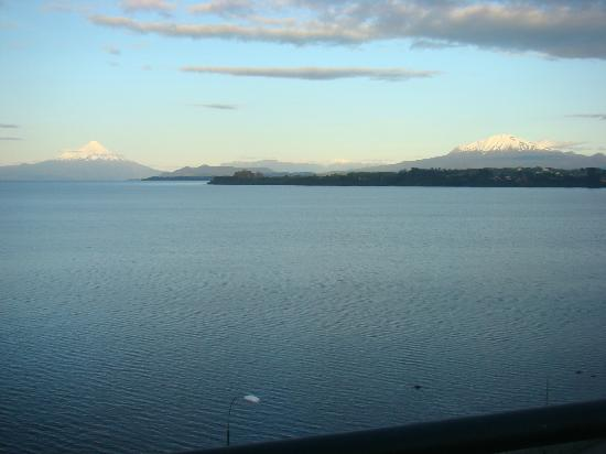 Hotel Bellavista Puerto Varas: view of the volcanoes in a clear afternoon.