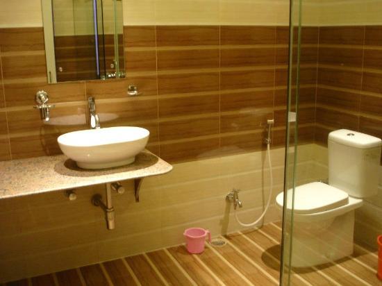 Rahul Guest House: Bathroom Of Superior Best Ganga View Room
