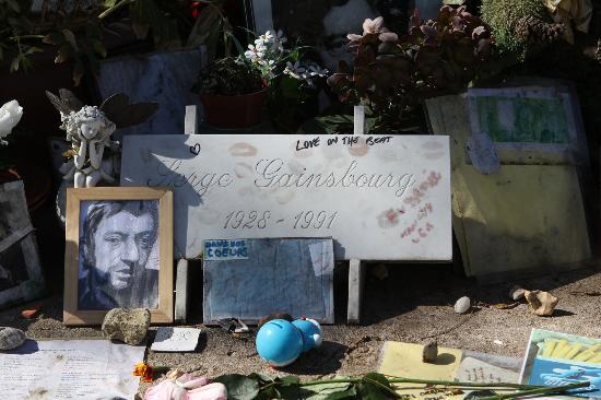 Cimetière du Montparnasse : Serge Gainsbourg, respect Gainsbar !!! repose en paix