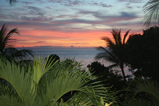 Hotel Genggong at Candidasa: Закат. Вид с балкона