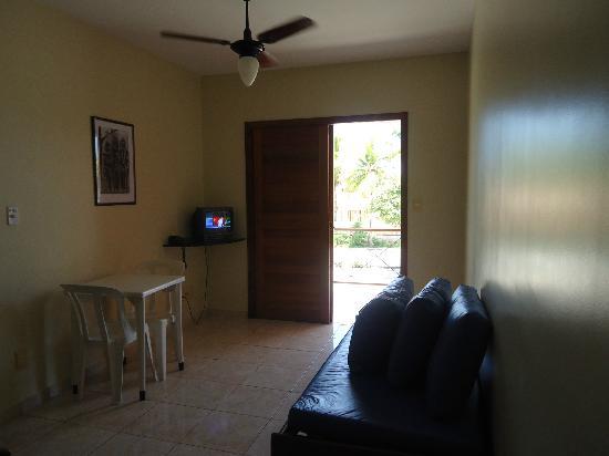 Boulevard da Praia Hotel : Living room with balcony