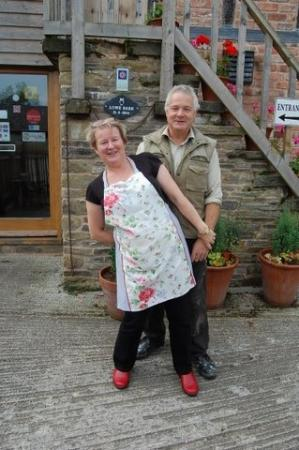 Lowe Farm B&B: Juliet and Clive