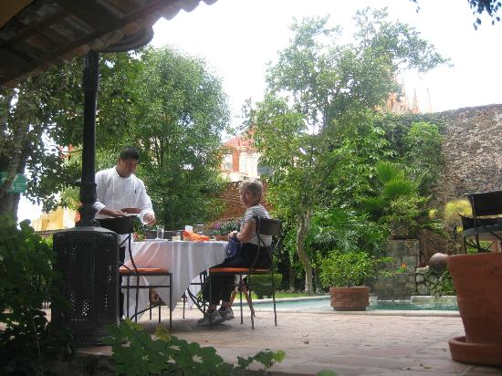 Coqueta Hotel Boutique: Lunch in the garden of Villa Rivera