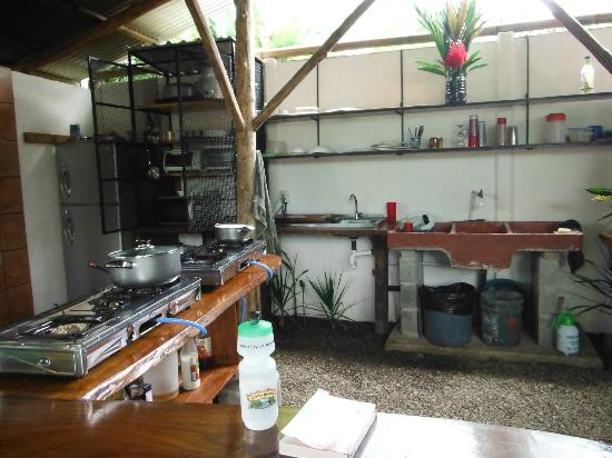 Cabinas Tropicales: Kitchen